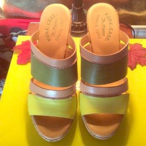 Kenneth Cole REACTION yellow/green Wedge Size 7